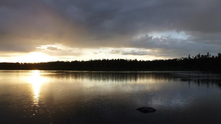 Meer met zonsondergang